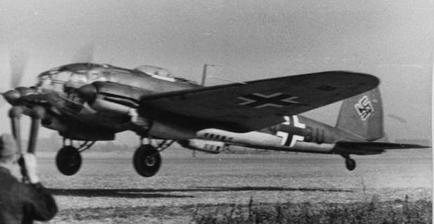 Bundesarchiv_Bild_101I-385-0560-31_Flugzeug_Heinkel_He_111