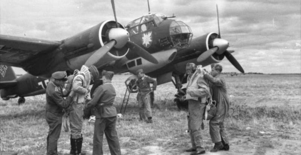 Bundesarchiv_Bild_101I-402-0265-03A_Flugzeug_Junkers_Ju_88_Startvorbereitung