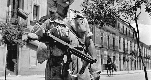 2 Agosto 1943, Caltagirone, Sicilia, truppe Inglesi