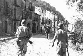 Agosto 1943, Troina, Sicilia. Nella città avvennero scontri cruenti tra la 45a Americana Thunderbird ed i Tedeschi della Goering