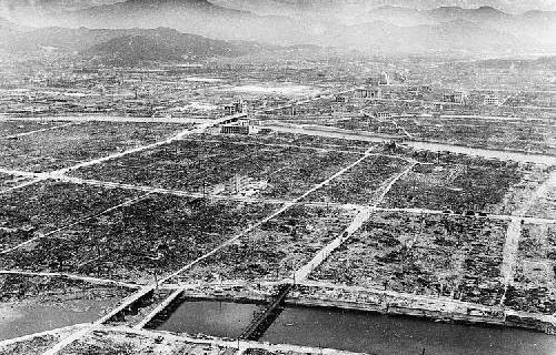 6 Agosto 1945, Hiroshima, gli effetti della bomba.