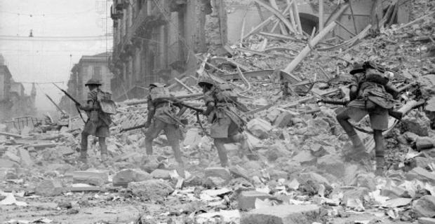 Agosto 1943, truppe Inglesi a Catania