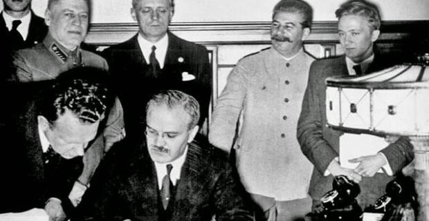 23 Agosto, firma del patto Molotov-Ribbentrop